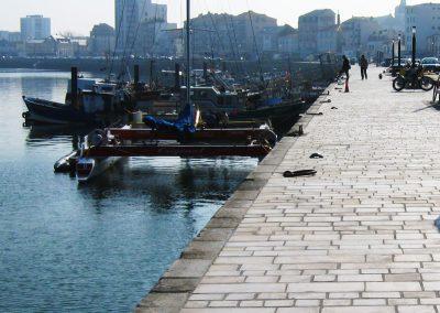 Pavés en calcaire - Les Sables d'Olonne, quai du port de pêche (85)